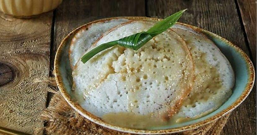 Serabi kocor makanan tradisional berbahan tepung beras dan santan ramai diburu konsumen. (Foto: iNews.id/Trisna Purwoko)