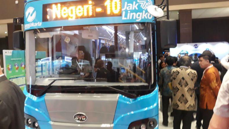 PT TransJakarta bakal melakukan uji coba dua bus listrik selama enam bulan di wilayah Jakarta. (Foto: iNews.id/Wildan Catra Mulia)
