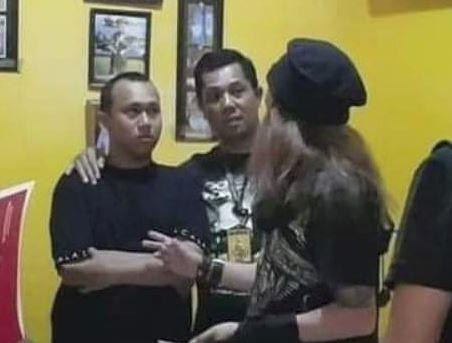 Polisi menangkap HS, pria yang ancam penggal kepala Jokowi di Parung, Bogor, Minggu (12/5/2019). (Foto: istimewa)