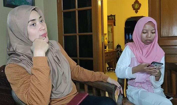 Nadya dan ibu angkatnya, Selasa (14/1/2020) (Foto: iNews/Iyung)