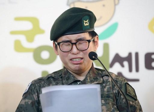 Byun Hee-soo secara sukarela mendaftar sebagai tentara sebelum menjalani operasi penggantian kelamin. (FOTO: AFP/YONHAP)