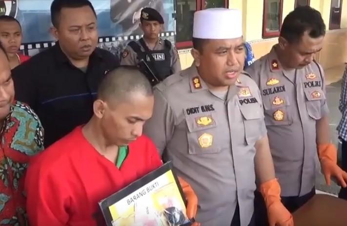 Kapolres Sampang, AKBP Didit Bambang Wibowo Saputro saat gelar perkara kasus mobil ambulans bawa sabu dan penangkapan bandar narkoba. (Foto: iNews/Tikno Arie)