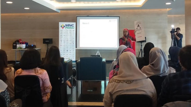 MNC Peduli bekerja sama dengan Kasoem Vision Care menggelar seminar dan pemeriksaan kesehatan mata gratis bagi karyawan MNC Studio, di Kebon Jeruk, Jakarta Barat, Rabu (12/2/2020). (Foto: iNews.id/ Wildan Catra Mulia).
