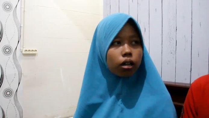 Ibu balita yang digigit ular weling, Rusmiati, Kamis (13/2/2020) (Foto:iNews/Miftahudin)