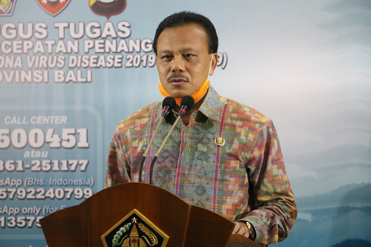 Ketua Harian Gugus Tugas Covid-19 Bali Dewa Made Indra menyampaikan keterangan pers. (Foto: Humas Pemprov Bali)