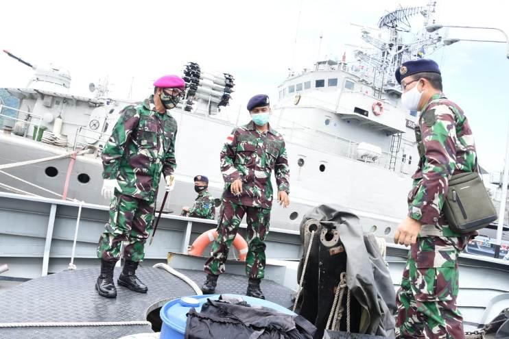 Danlantamal Sidak Kapal AL Karakelang di dermaga