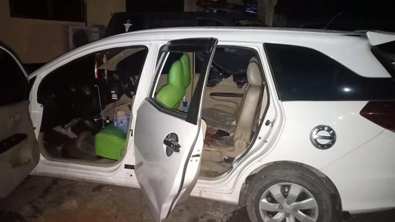 Mobil yang dikendarai pelaku saat serang Mapolres OKI (Istimewa)