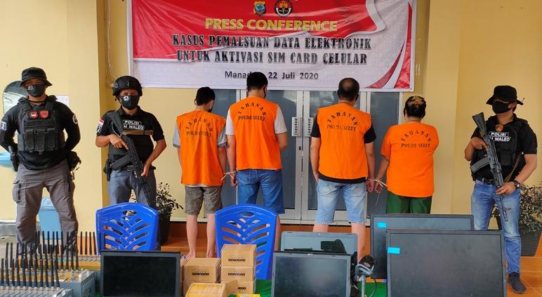 Para Pelaku pemalsuan aktivasi sim card seluler yang ditangkap Timsus Maleo Polda Sulut