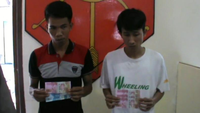 Dua pelaku pengedar uang palsu di OKU, Sumsel (Widori Agustino/iNews)