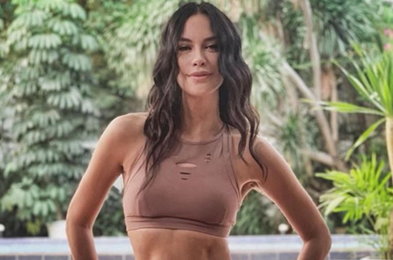 Sophia Latjuba jadi perbincangan netizen usai mengunggah foto seksi di atas kapal. Warganet takjub dengan kecantikannya yang seolah tak pernah pudar. (Foto: Instagram).