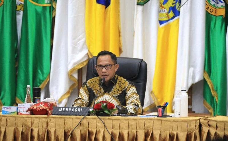 Mendagri Tito Karnavian saat membuka rapat koordinasi secara virtual dengan kepala daerah seluruh Indonesia, Senin (10/8/2020). (Foto: Kemendagri)