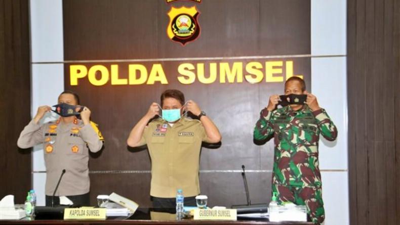 Gubernur Sumsel Herman Deru (tengah), Kapolda Sumsel Irjen Pol Eko Indra Heri (kiri) dan Panglima Kodam (Pangdam) II/Sriwijaya Mayjen TNI Agus Suhardi (kanan) (Dokumen Humas Pemprov Sumsel)