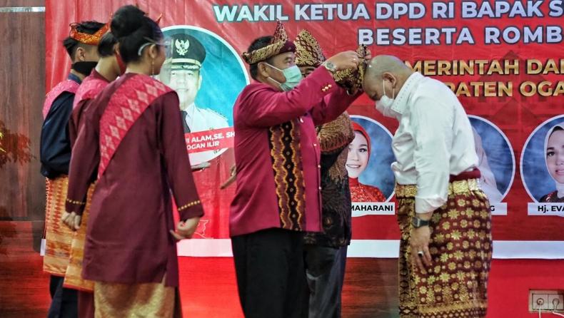 Ketua DPD La Nyalla mendapat Gelar Tetue Bebuyutan Rambang Kuang saat kunjungi Ogan Ilir, Sumsel (Istimewa)
