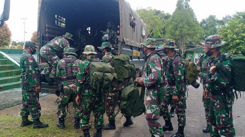 Para personelKodim 1711/BVDyang tergabung dalam Satgas TMMDKe-109 diberangkatkan kewilayah perbatasanRI-PNG, Senin (21/9/2020). (Foto: Puspen TNI)