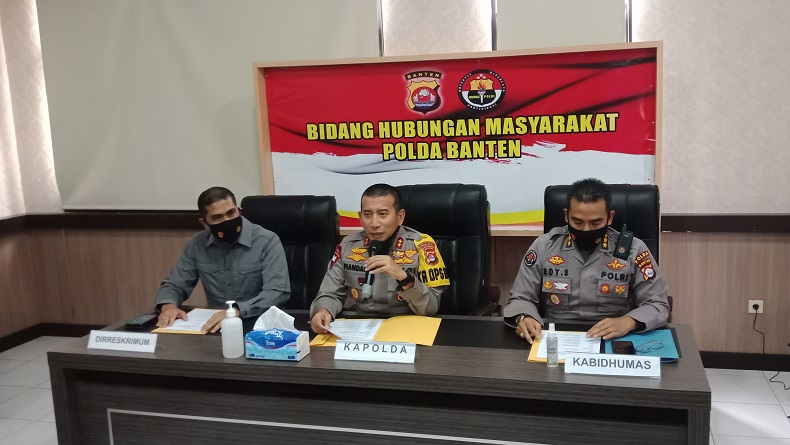 Kapolda Banten Irjen Pol Fiandar saat konferensi pers terkait demo penolakan UU Cipta Kerja yang berakhir ricuh Selasa malam, di Mapolda Banten, Rabu (7/10/2020).(Foto: iNews/Mahesa Apriandi)