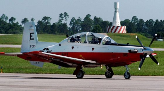 Pesawat latih Angkatan Laut AS T-6B Texan II jatuh menimpa rumah warga di Florida (Foto: US Navy)