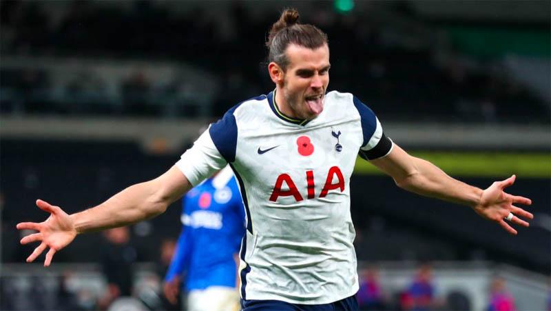 Penyerang Tottenham Hotspur Gareth Bale merayakan kemenangannya ke gawang Brighton & Hove Albion pada pekan ketujuh Premier League di Tottenham Hotspur Stadium, Senin (2/11/2020) dini hari WIB. (Foto: Premier League)