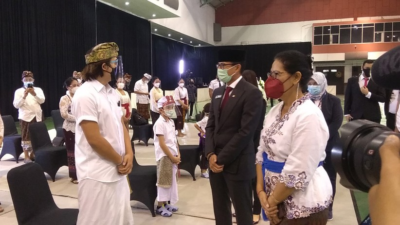 Menparekraf Sandiaga Uno mengucapkan duka cita kepada keluarga almarhum I Gede Ardika. (Foto: Arif Budianto)
