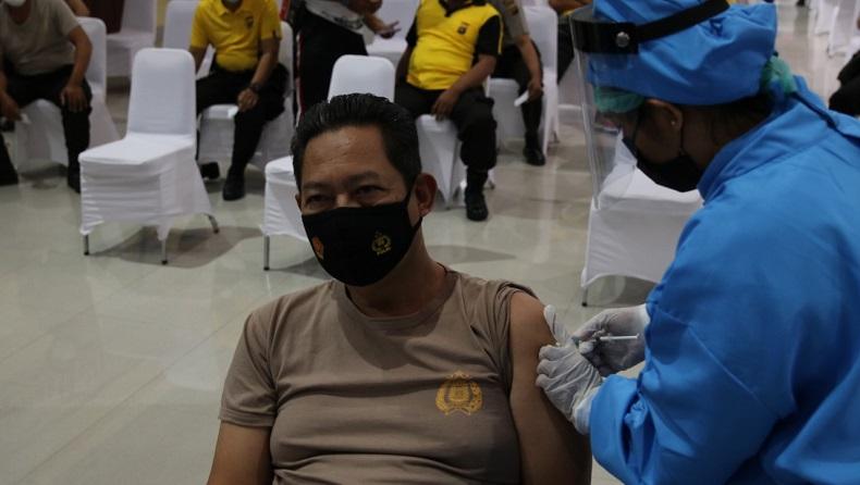 Vaksinasi Covid-19 di Bali. (Foto: SINDONews/Chusna Mohammad)