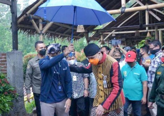 Menparekraf Sandiaga Uno dan Gubernur Jateng Ganjar Pranowo. (Foto: Tim iNews)