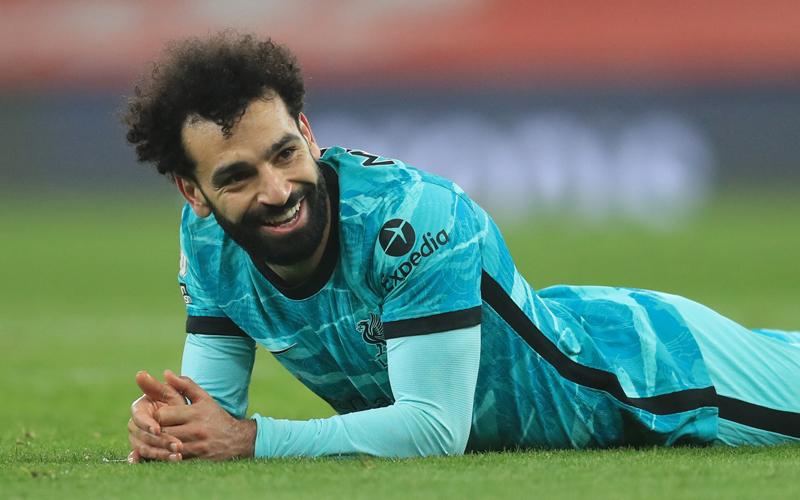 Winger Liverpool Mohamed Salah lebih hebat dari Thiery Henry usai menyumbang gol dalam kemenangan 3-0 atas Arsenal, Minggu (4/4/2021) dini hari WIB. (Foto: Reuters)