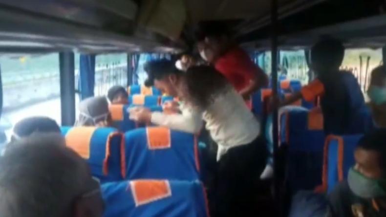 Polisi Lampung Selatan kejar bus ALS warna hijau yang diduga angkut 10kg sabu (Heri Fulistiawan/MNC Portal)