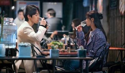 Kim Jung Hyun dan Seo Ji Hye dikabarkan sudah setahun pacaran.