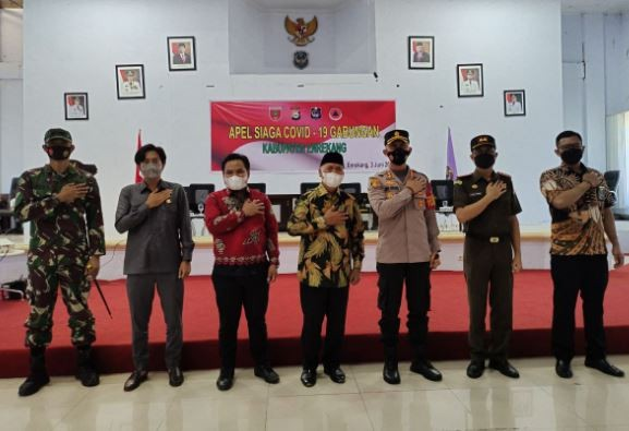 Kapolres Enrekang AKBP Dr Andi Sinjaya bersama jajaran Forkopimda usai Apel Siaga Covid-19. (Foto: ist)