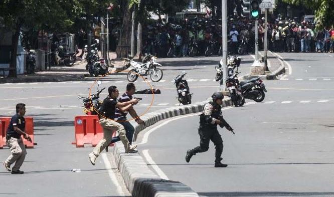 AKBP Teuku Arsya Khadafi saat terlibat penyerbuan terduga teroris usai bom Sarinah, Jalan Thamrin, Jakarta Pusat, beberapa waktu lalu. (Foto: dok. Okezone/Ist).