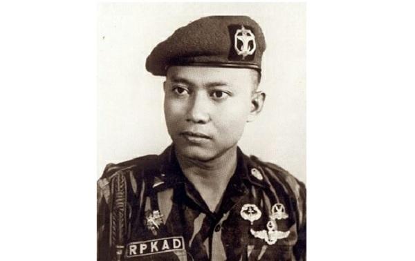Komandan RPKAD Letjen TNI (Purn) Sarwo Edhie Wibowo. (Foto: Ist).
