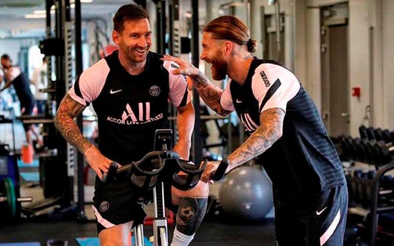 Sergio Ramos dan Lionel Messi jadi rekan setim di PSG. (Foto: PSG)