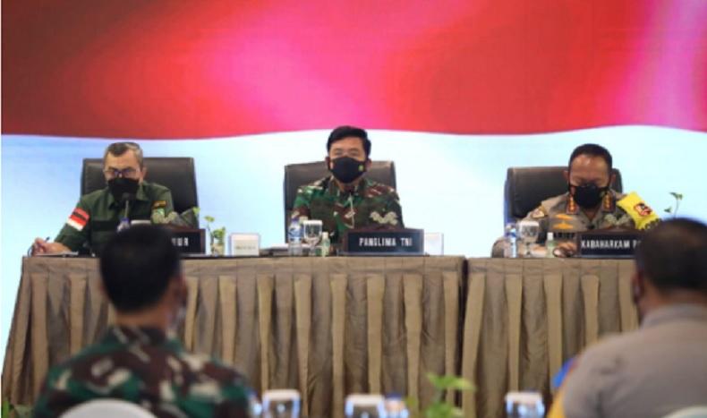 Panglima TNI dalam rapat penanganan Covid-19 di Riau. (Foto: Ist)