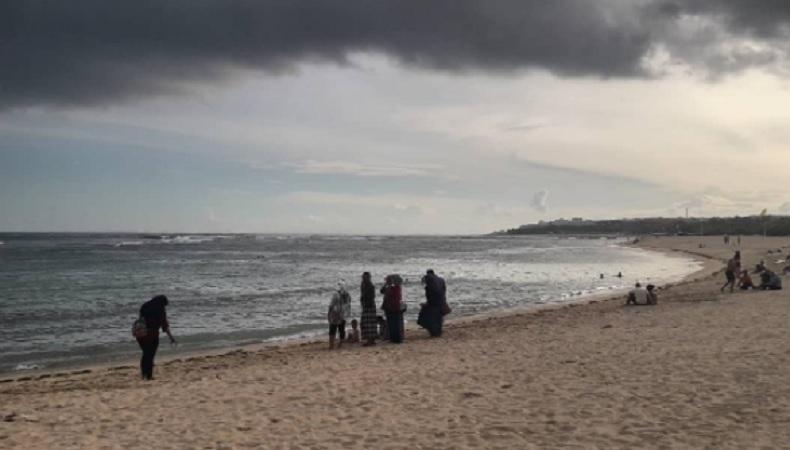 Pantai Nusa Dua Bali. (Foto: Instagram @fiefloatshop.sda)