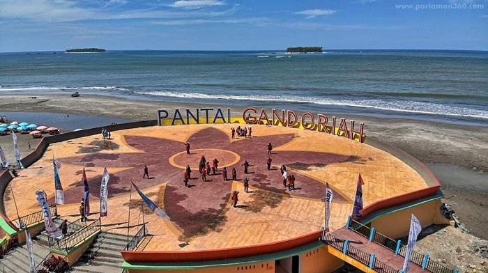 Pantai Gandoriah, Padang, Sumatera Barat. (Foto: Istimewa)
