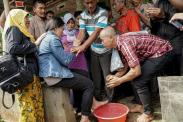 Tangis Haru Warnai Kedatangan TKW Korban Perbudakan Modern di Cilacap
