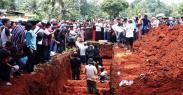 Ribuan Pelayat Antar 18 Korban Kecelakaan Bus yang Dikubur Massal di TPU Legoso