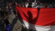 Aksi Siswa SD Negeri di Solo Mencuci Bendera Merah Putih