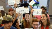 26 Mahasiswa Asing dari 10 Negara Belajar Menulis Aksara Jawa