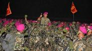 Upacara Pembaretan Prajurit Korps Marinir di Pantai Nganteb Jawa Timur