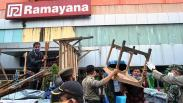 Langgar PSBB, Puluhan Lapak PKL di Pasar Anyar Bogor Dibongkar Satpol PP