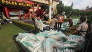 TNI-Polri Distribusikan Ribuan Sembako untuk Warga Terdampak Covid-19