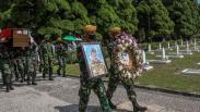 Suasana Pemakaman Pelda Anumerta Rama Wahyudi di TMP Kusuma Dharma Pekanbaru