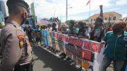 Ratusan Sopir Truk Protes Rapid Test Berbayar di Pelabuhan Ketapang-Gilimanuk