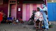 Banting Setir, Karyawan Hotel Bintang Lima Ini Jadi Tukang Cukur Keliling