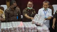 Kejagung Pamer Tumpukan Uang Hasil Eksekusi Kasus Korupsi Penjualan Kondensat