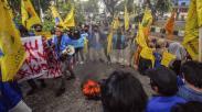 Tuntut Transparansi Dana Covid-19, Mahasiswa Panjat Pagar Kantor Dinkes Bogor