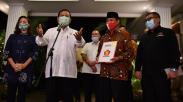Prabowo Serahkan Surat Dukungan Pilwalkot Tangsel kepada Muhamad-Rahayu