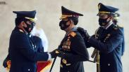 Kapolri Terima Tiga Tanda Kehormatan dari Panglima TNI