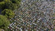 Ribuan Umat Muslim Laksanakan Salat Idul Adha dengan Protokol Kesehatan Ketat