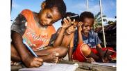 Potret Anak-Anak Papua Belajar via Telepon Seluler